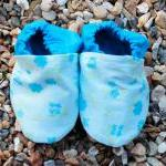 Baby booties, blue flowers ..