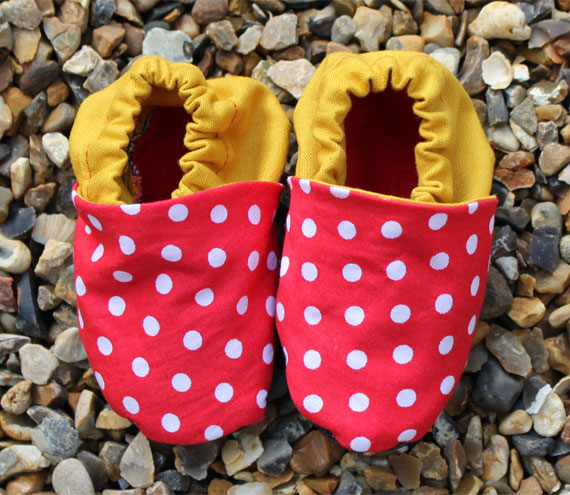 Baby booties, Red spots and mustard 0-3 months (small)