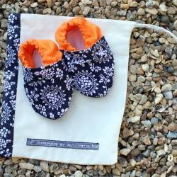Baby booties, navy and white pattern, 3-9 months (medium)